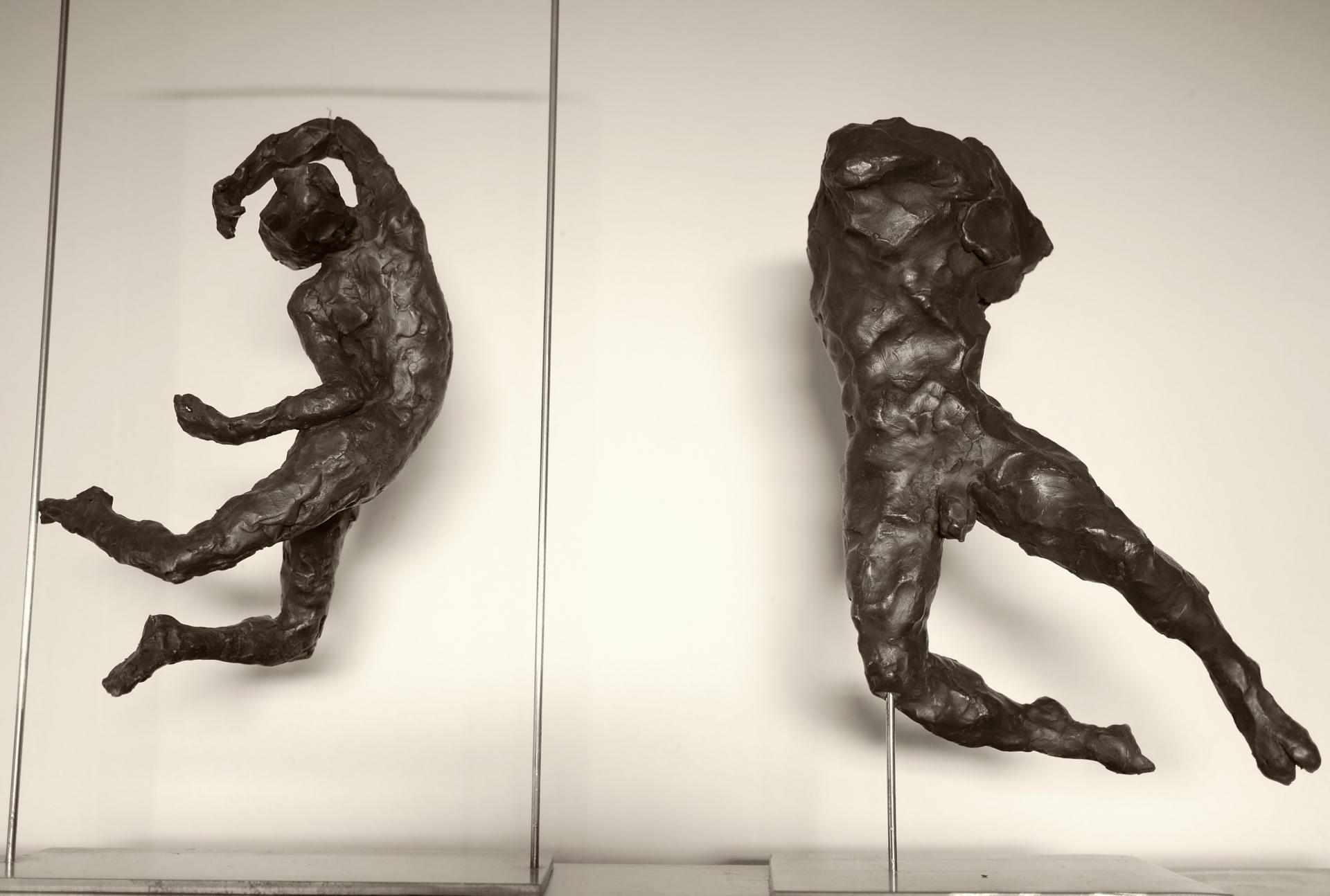 danseurs . . . . . . . . . . . . . . . . . grès noir